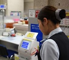 酒井さん、長光さん(広島銀行徳山支店)